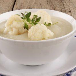 Receita saudável: sopa de couve-flor com frango